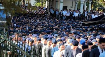 Süleymancıların liderinin cenazesinde mavi takke detayı
