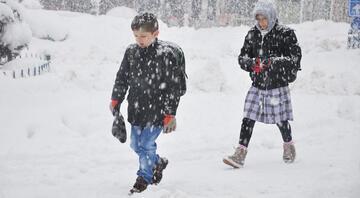 Ağrıda eğitime kar engeli