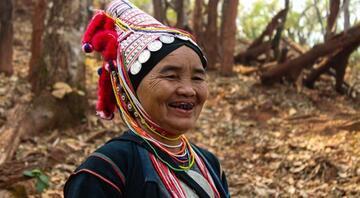 Hayatları boyunca hiç diş fırçası görmemiş kabile: Akha