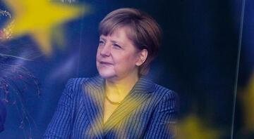 Merkel ilk kez konuştu, Hollandaya destek verdi