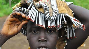 Atıklardan aksesuar yapan kabile: Daasanach Kabilesi