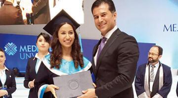 Kızının diploma töreni tartışma yarattı