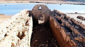 Sular çekilince üç asırlık köy gün yüzüne çıktı