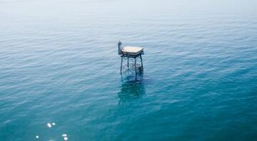 Atlantikin tam ortasında ilginç bir otel: Frying Pan Kulesi