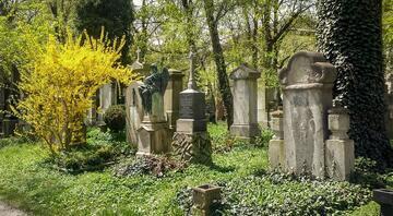 Almanyada vebalılar için kurulmuş mezarlık tüyler ürpertiyor