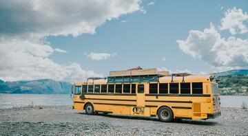 Amerikan okul otobüsünü tekerlekli hostel yaptılar, dünyayı geziyorlar