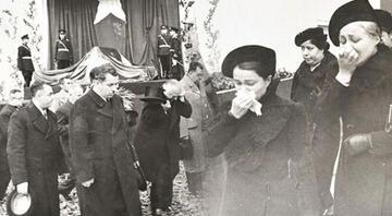 Atatürkün cenaze töreni görüntüleri: Bir millet kurtarıcısına ağlıyor