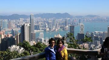 Hong Kong'da hayat 24 saat akıyor