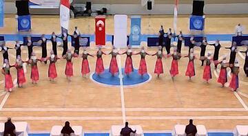 Halk oyunları yarışması için Macaristana gittiler, iltica ettiler