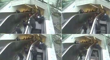 Maslakta metrodaki yürüyen merdivenin çökme anı kamerada