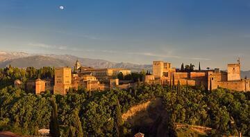 Müslüman İspanyanın tanıkları: Elhamra, Yüce Cenet Bahçesi ve Albayzin