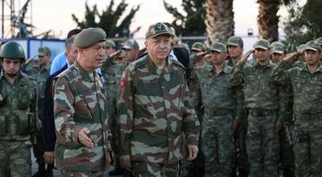 Hande Fırat yazıyor: Başkomutan'a özel askeri üniformanın hikâyesi