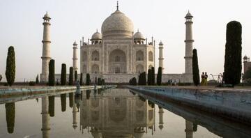 Hindistan renk değiştiren Tac Mahal için çare arıyor