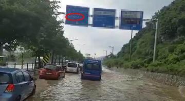 İstanbul yolunu sel bastı