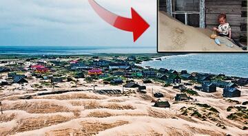 Her gün biraz daha kuma gömülen ilginç köy