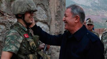 Bakan Akar konuşmasının ardından Erdoğan'ı aradı
