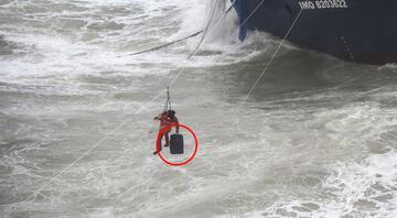 Şilede şiddetli fırtına Gemi karaya oturdu, mürettebat kurtarıldı