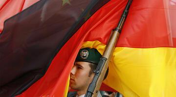 Almanya Iraktaki askeri faaliyetlerini askıya aldı