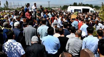 İstanbuldaki kazada ölen anne ve 2 çocuğu, toprağa verildi