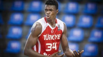 Nijerya asıllı 16 yaşındaki Türk pivot Adem Bona en iyi 5'te