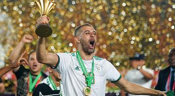 Son Dakika: Falcaonun ardından Slimani bombası Galatasaraya gidecek ve...