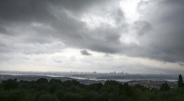 İstanbulda yağış başladı Şehri kara bulutlar sardı...