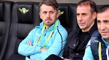 Beşiktaşta yardımcı antrenör Orhan Ak istifa etti