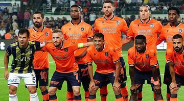 Emre Belözoğlu, Başakşehir takım fotoğrafına girdi