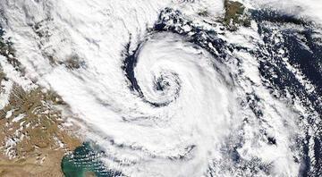 İspanyada tropikal Medicane kasırgası alarmı