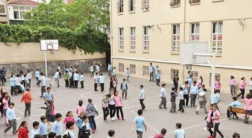 İstanbulda 14 okul tatil edildi