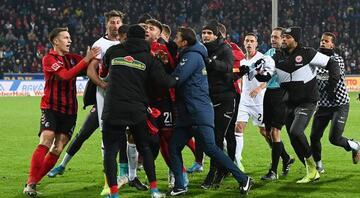 Almanya Bundesliga karıştı, teknik direktör yere yığıldı