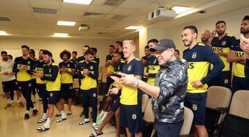 Fenerbahçede Hasan Ali Kaldırıma sürpriz kutlama