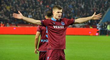 Trabzonsporu golcü oyuncusu Sörloth taşıyor