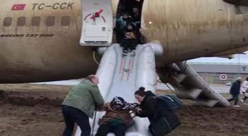 Sabiha Gökçende uçak pistten çıktı Yolcular böyle tahliye edildi