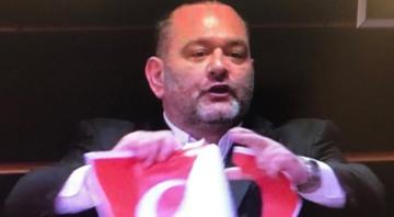 APde Yunan milletvekilinden skandal Türk Bayrağını yırttı
