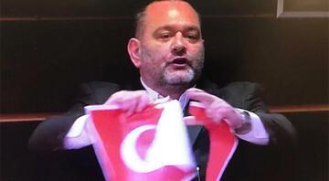 Bakan Çavuşoğlundan Türk Bayrağını yırtan ırkçı vekile sert tepki