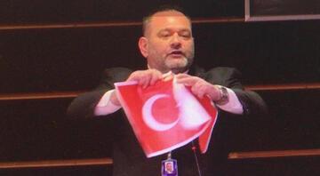 AP Raportörü Sanchezden Türk bayrağını yırtan Yunan milletvekiline tepki