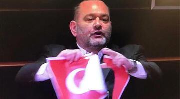 Türk Bayrağını yırtan vekile bir tepki de Yunanistan Dışişleri Bakanlığından