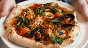 Deniz ürünlü Akdeniz pizza tarifi