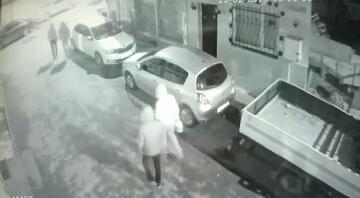 Fatihte otomobilleri kundaklayan şüpheliler kamerada