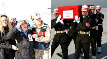 Şehit uzman çavuş Soner Enes Baykuşun annesi oğlunu asker selamıyla karşıladı: Bir ölür, bin doğarız