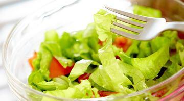 Kıvırcık marul salatası tarifi