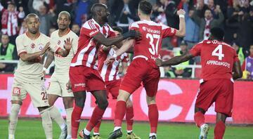 Sivasspor-Galatasaray maçından en özel kareler