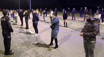 Antalyada skandal parti Polis tek tek sıraya sokup ceza kesti...