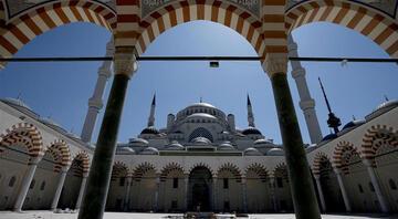 İzmirde cami hoparlörlerinden müzik yayınına inceleme