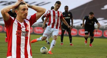 Mert Hakan Yandaş penaltıyı kaçırdı, sosyal medya yıkıldı