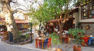 Ege'nin 3 bin yıllık tarihi mahallesi Sakin bir hafta sonu için en güzel duraklardan...