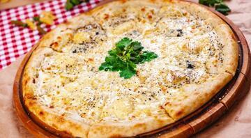 Hamurundan sosuna her şeyiyle evde yapabileceğiniz nefis pizza tarifleri