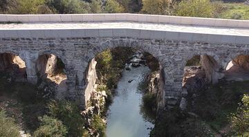 Antik Roma köprüsü tarihe meydan okuyor