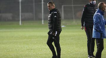 Antalyasporda Ersun Yanal, takımla ilk antrenmanına çıktı
